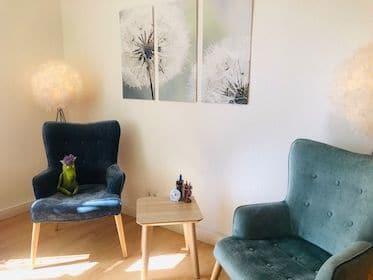 Sitzecke im Sprechzimmer der Psychotherapie Praxis in Potsdam Babelsberg